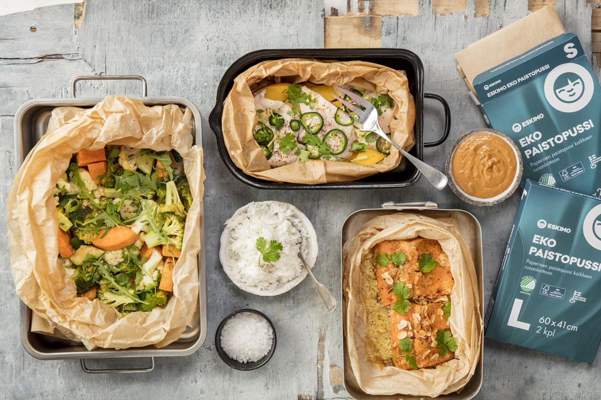 Kala- ja kasvisruokia Eskimo-paistopusseissa uunivuassa.