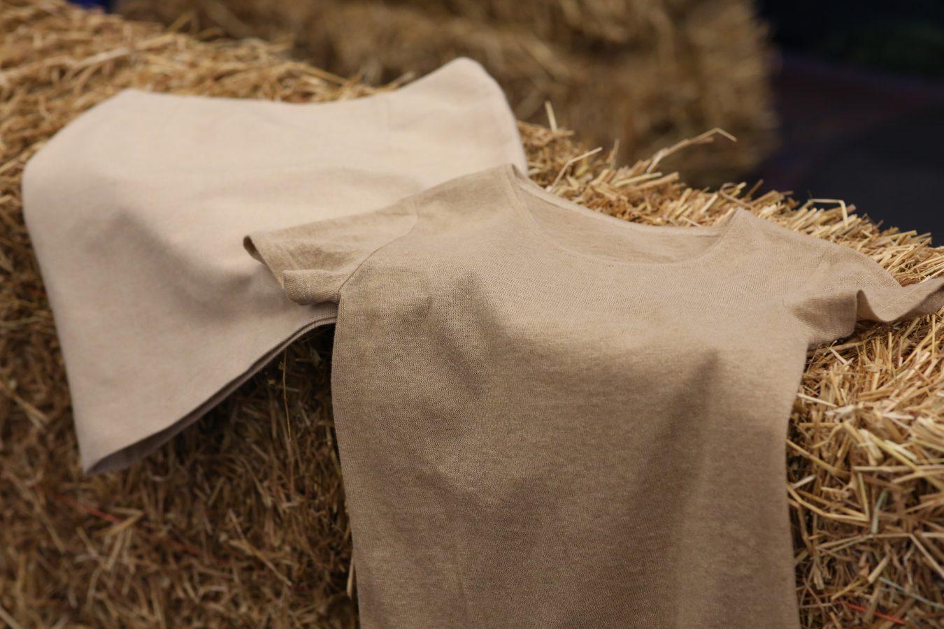 Vehnäoljesta valmistettu neulottu t-paita ja jakku