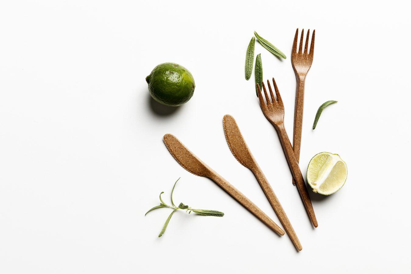 Puupohjaiset aterimet